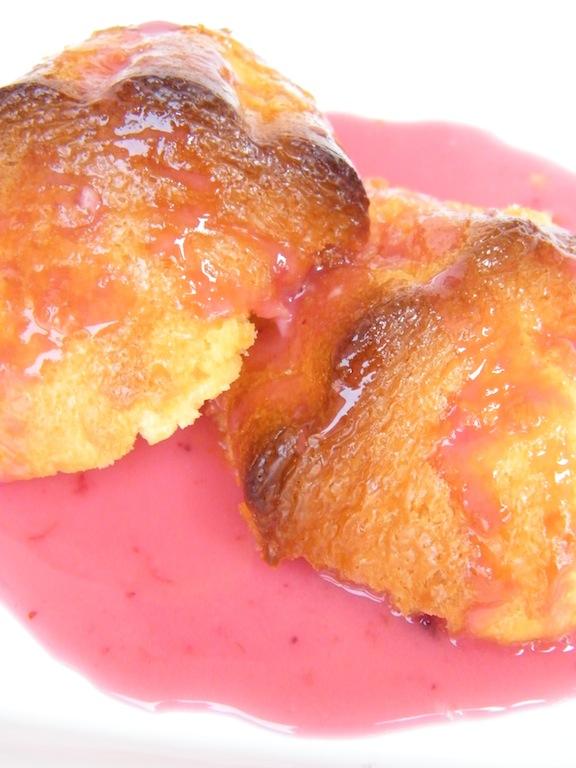 Muffins al limone in salsa ai frutti di bosco