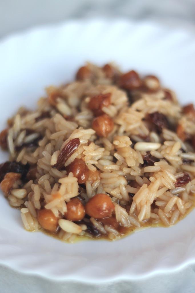riso thai con ceci uvetta e pinoli in salsa di soia