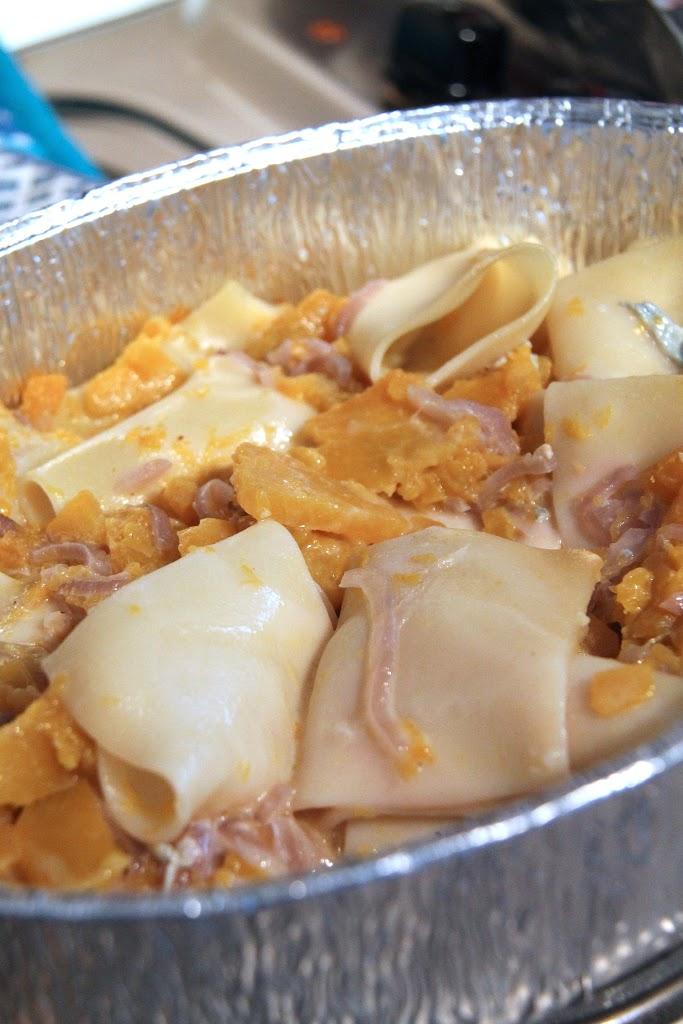 paccheri con la zucca salsiccia e gorgonzola Paccheri con zucca, gorgonzola e cipolle di Tropea