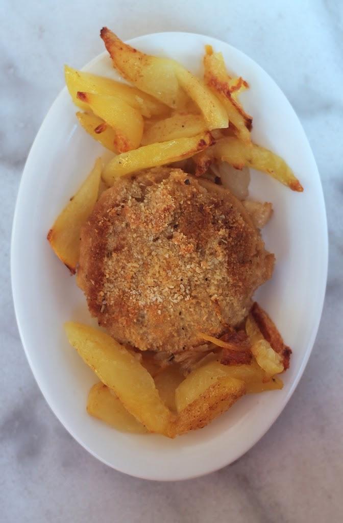 Medaglioni di Seitan con panatura di erbe provenzali e patate al forno