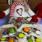 Albero di Natale di pancarrè con crema di nocciole, smarties e cocco