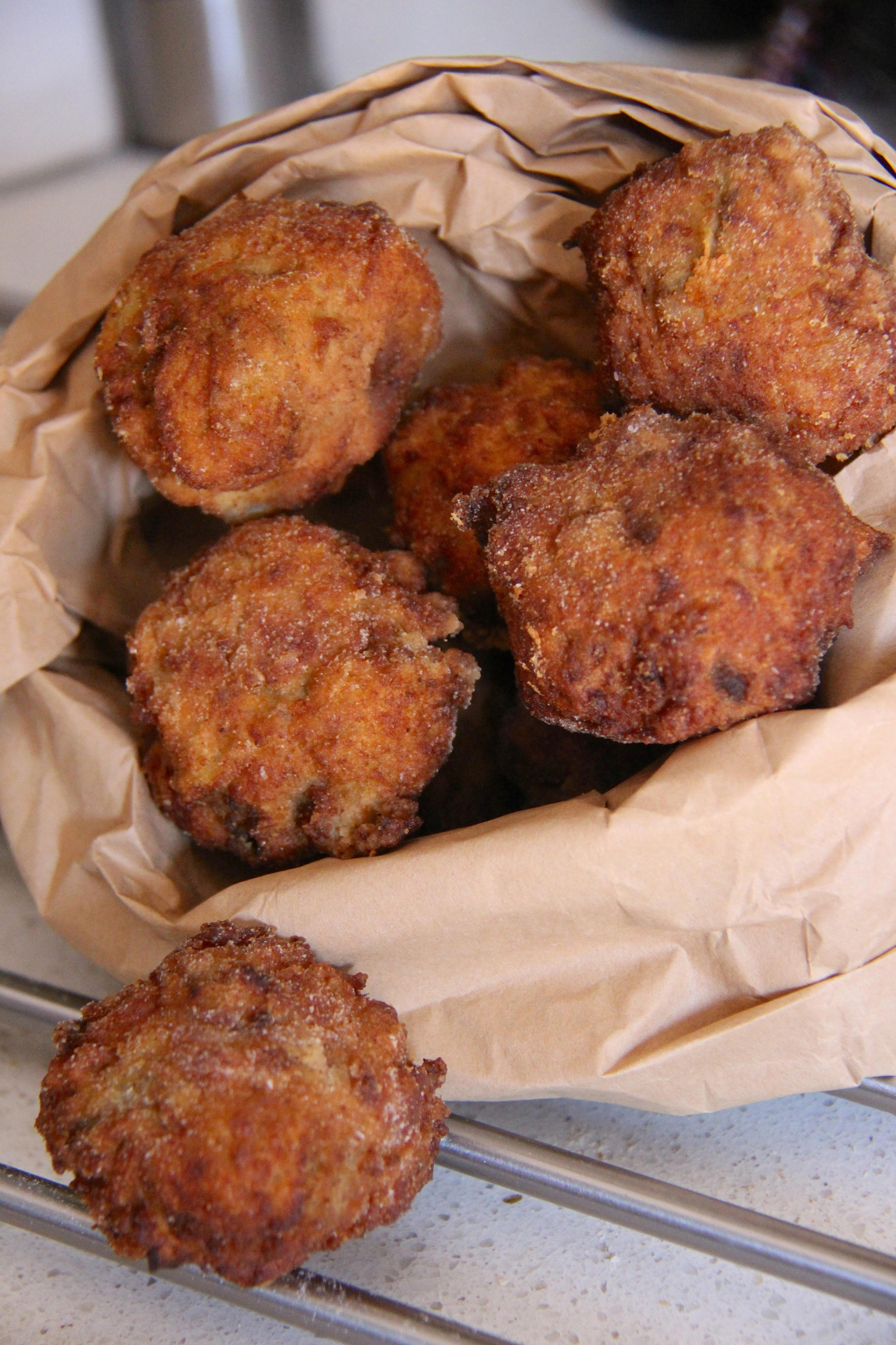 Polpette di pane con zucchine e cuore di scamorza filante
