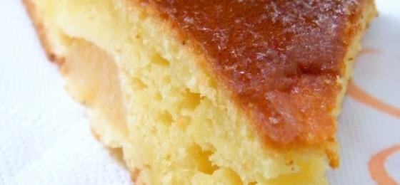 Torta di arance e cannella con scaglie di mandorle pralinate all'arancia
