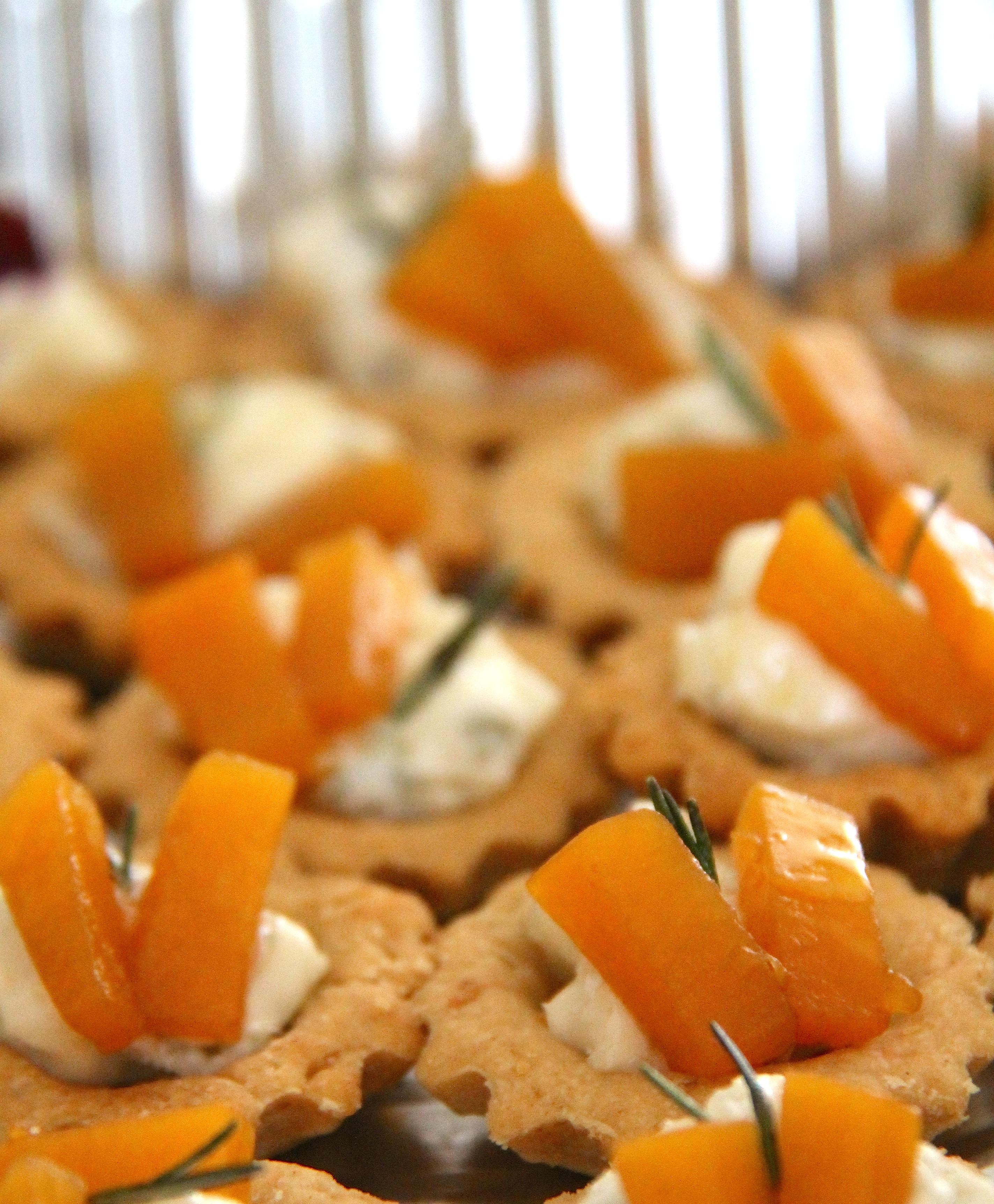 Tartellette di frolla salata mignon con crema di gorgonzola e zucca
