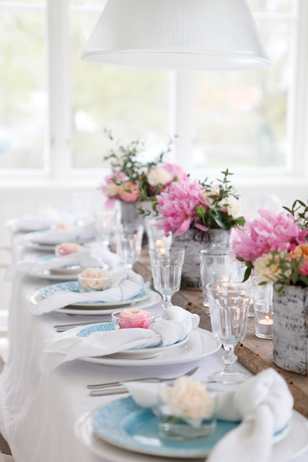 5 idee per decorare la tavola di primavera for Idee per decorare