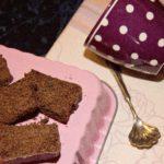 TORTA INTEGRALE AL CACAO RICOPERTA DI CIOCCOLATO per Pink is Good