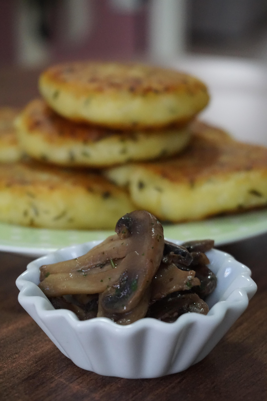 FOCACCINE DI PATATE IN PADELLA ripiene di funghi | facili, gustose e gluten free