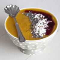 VELLUTATA DI ZUCCA con salsiccia, feta e frutti di bosco | ricetta autunnale facile e super golosa