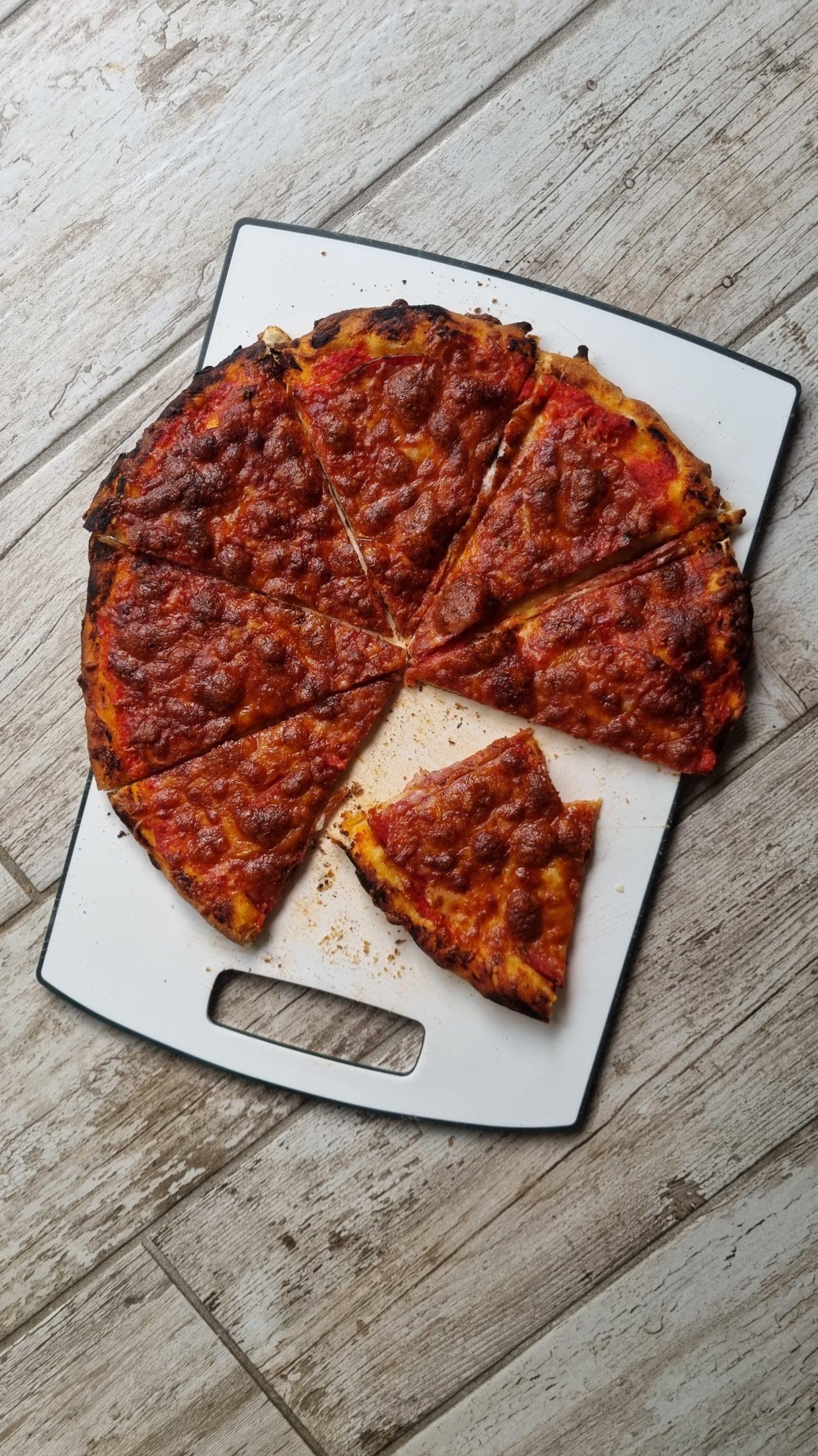 PIZZA SOTTILE E CROCCANTE CHICAGO TAVERN STYLE